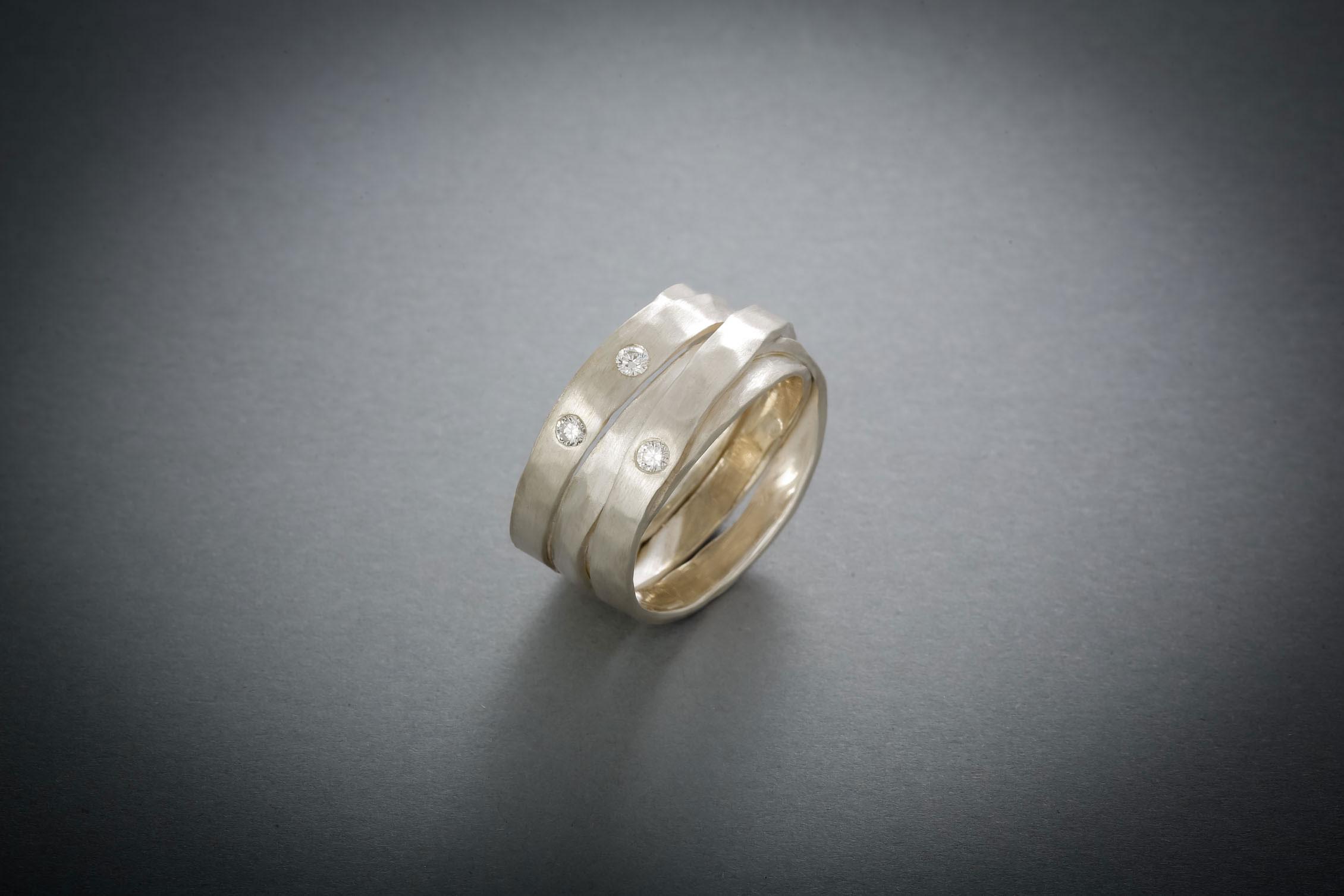008 Wickelring, Silber, geschmiedet, 3 Brillanten € 378,-