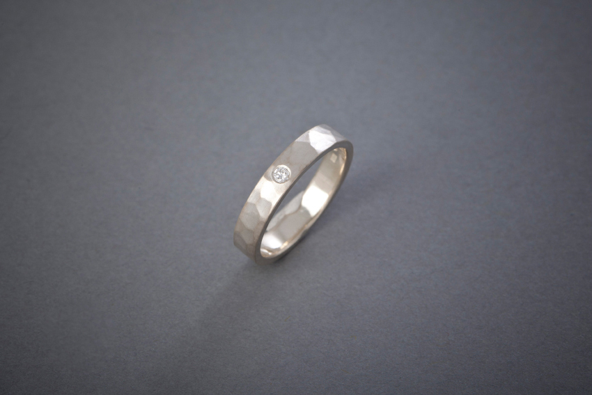 014 Silberring, geschmiedet, Brillant ab € 192,-