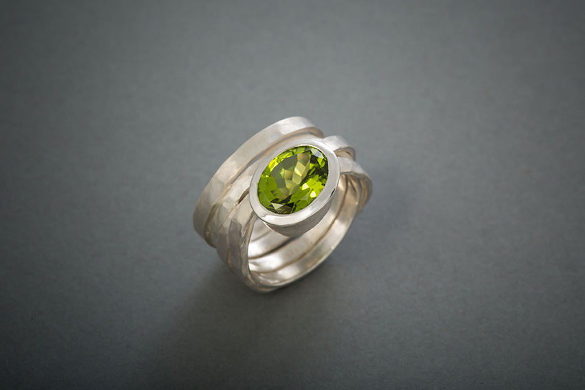021 Wickelring mit Peridot, Silber geschmiedet ab € 428,-