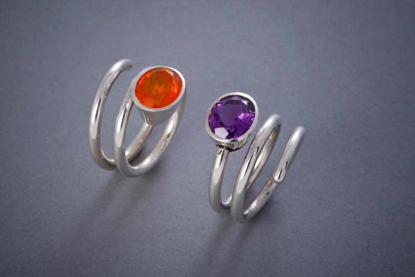 028 Spiralring, Silber Feueropal € 422,- Amethyst € 268,- auch in anderen Steinfarben, sowie in 18kt Gelb- oder Weißgold erhältlich