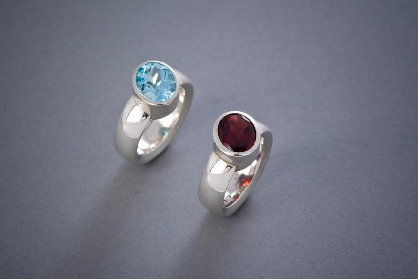 029 Silberring mit schräger Fassung Topas  268,- Granat € 238,- auch in anderen Steinfarben erhältlich