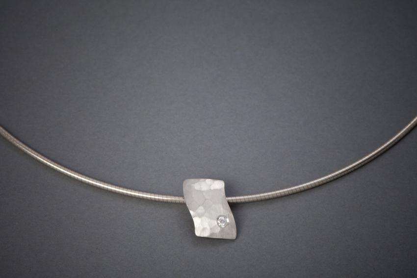 042 Silbercollier, Welle, Brillant € 230,-