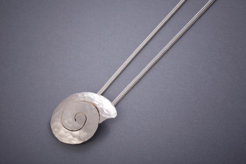 048 Silberanhänger, Schnecke, geschmiedet € 152,-