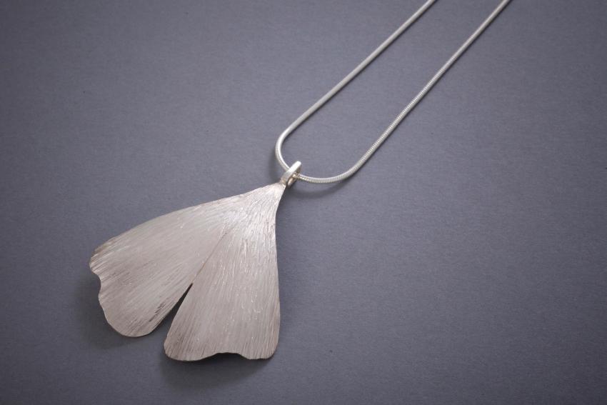 028 Silberkette, Ginkoblatt, ab € 236,-