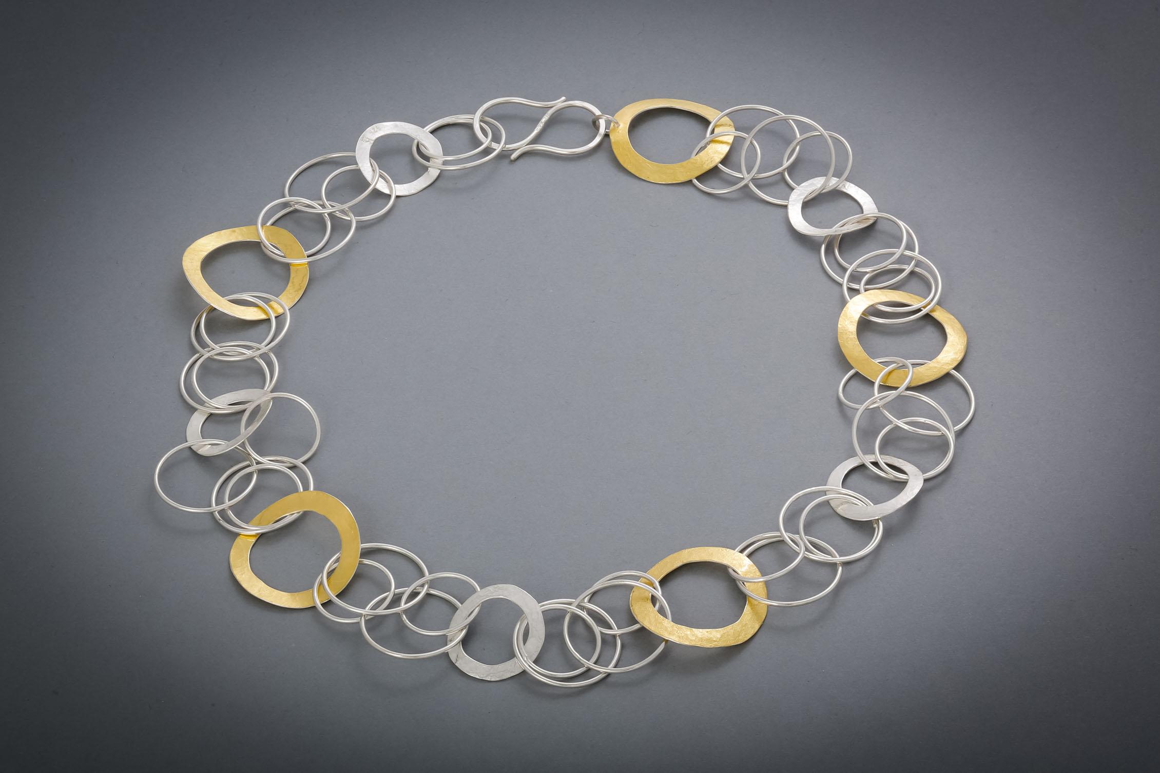 050 Silberringkette, geschmiedet, teils mit Feingold belötet € 964,-