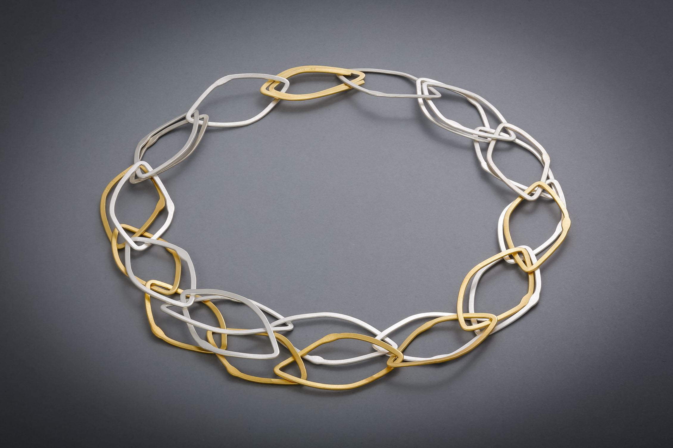 051 Silberkette, handgeschmiedet, teils vergoldet € 748,-