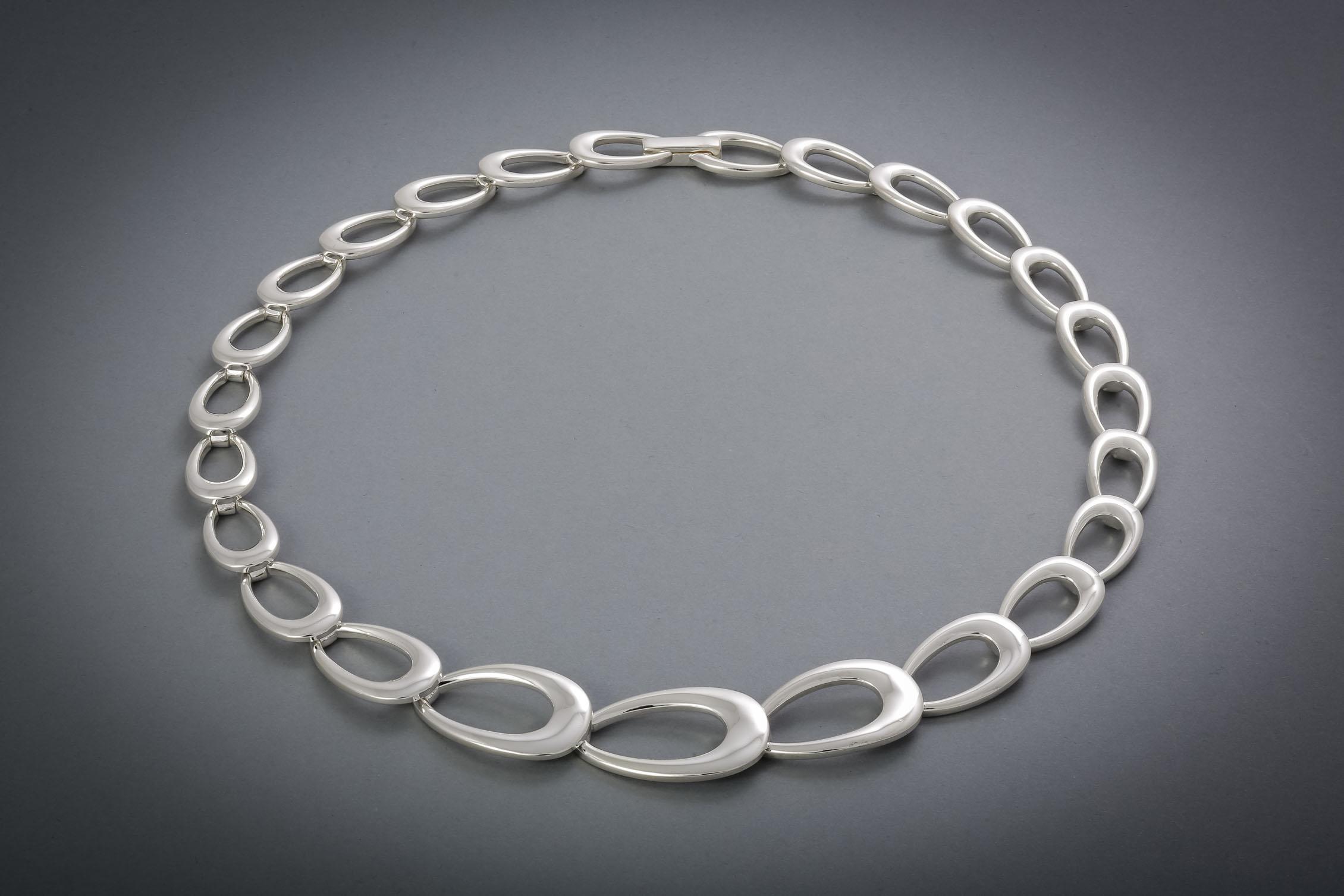 054 Silbercollier, poliert € 568,-