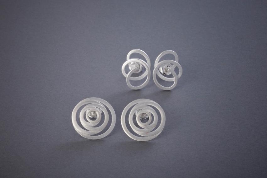 059 Strukturohrstecker, Silber, klein ab € 52,- mittel ab € 54,-