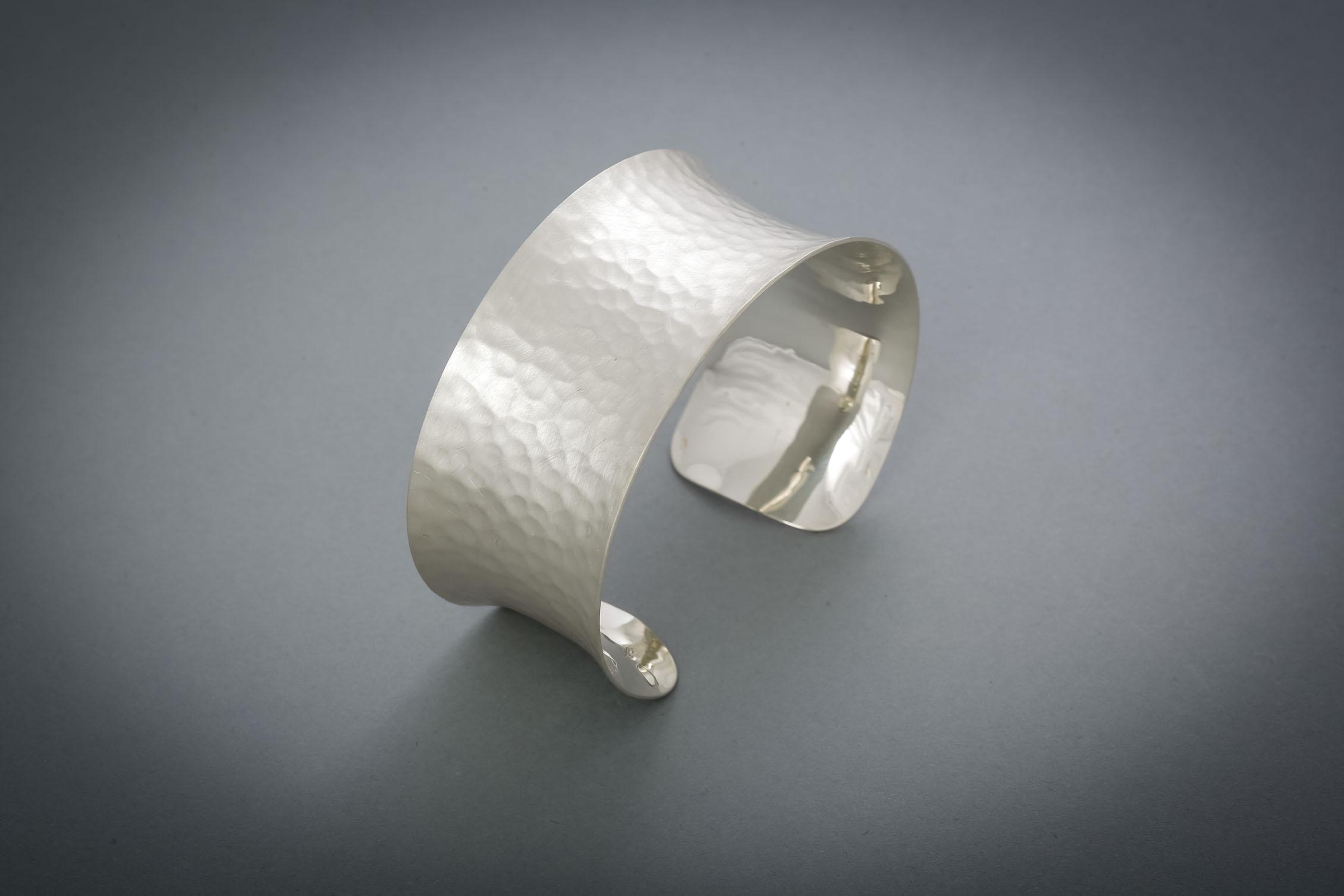 064 Silberarmreif, geschmiedet ab € 148,-