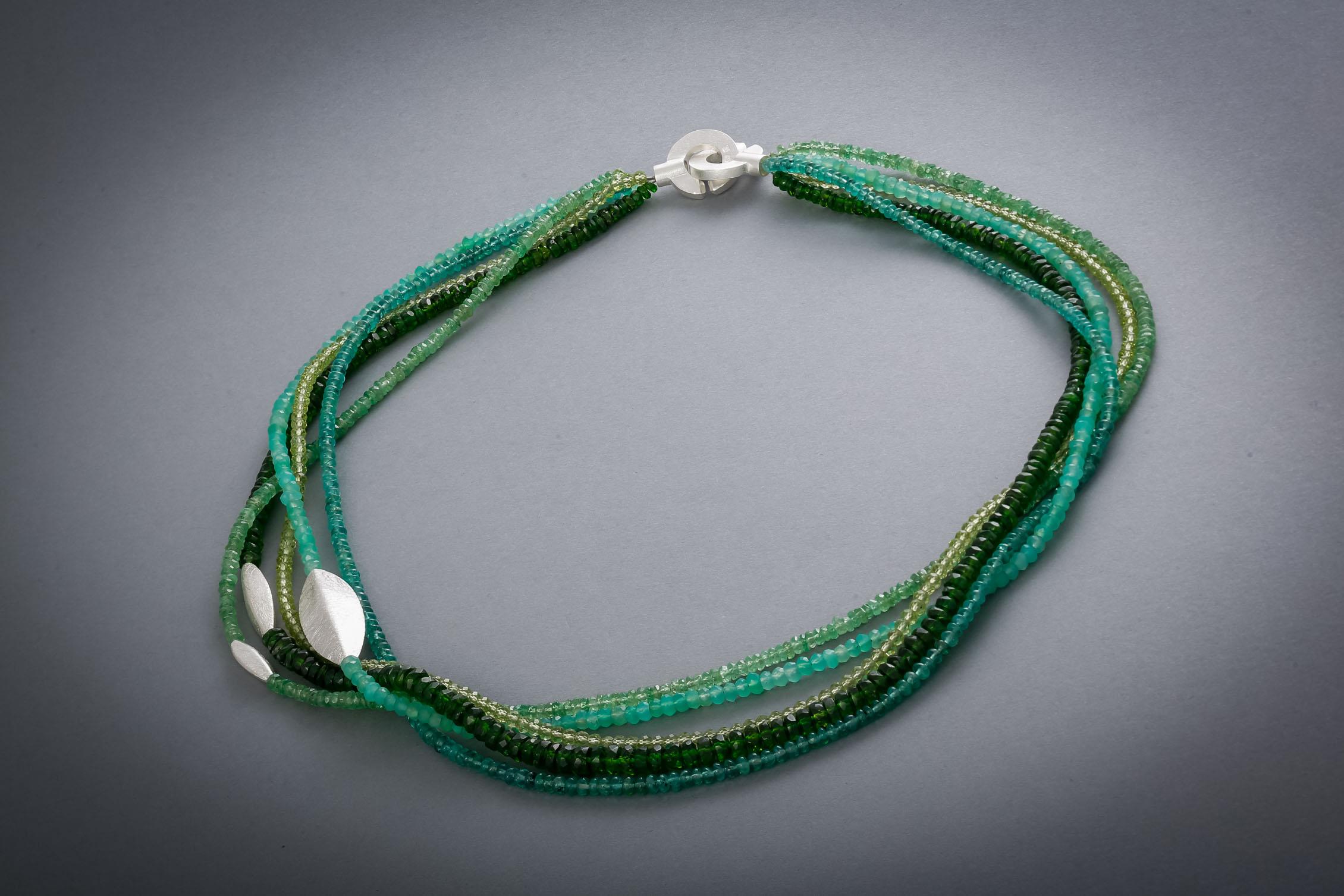 085 Edelsteinkette, Silber, Peridot, Diopsid, Chrysopras, Smaragd, grüner Granat € 412,-