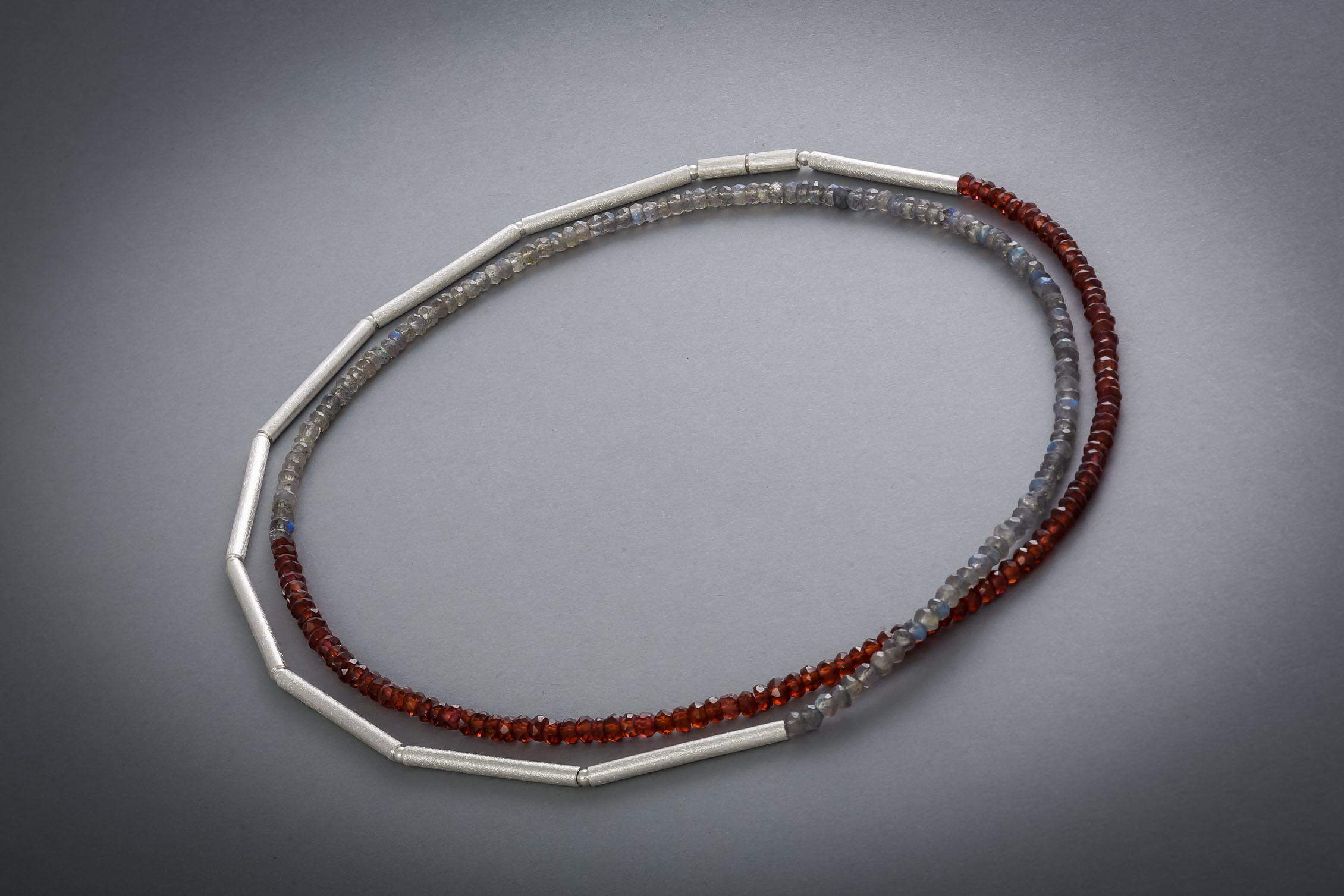 087 Edelsteinkette, Silber, Labradorit, Granat € 258,-