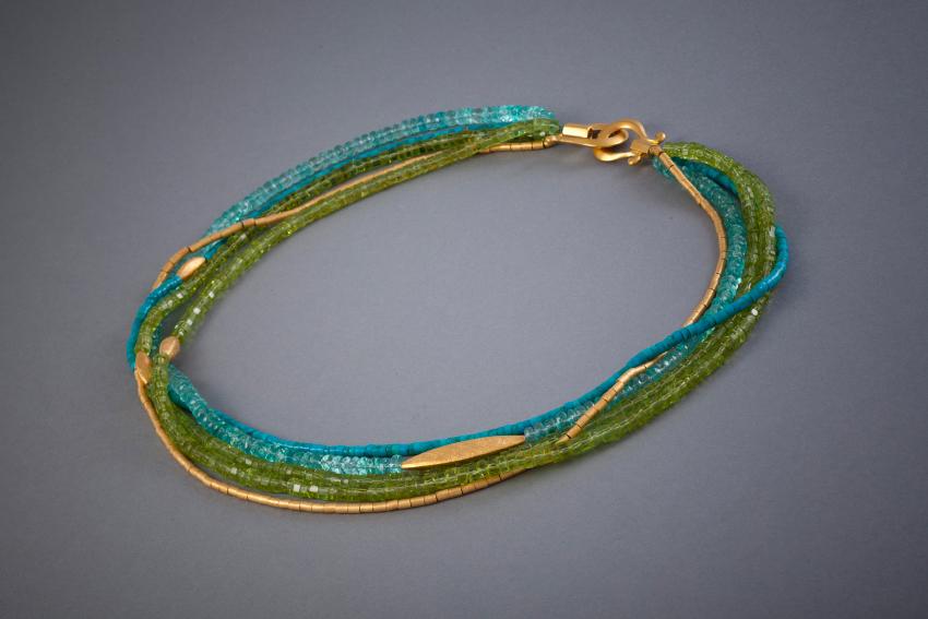 090 Collier, Silber, vergoldet, Peridot, Apatit, Türkis € 588,-