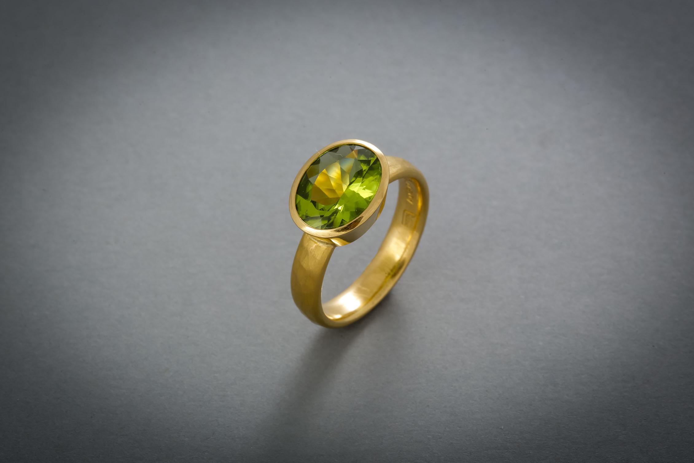 059 21kt Goldring, Peridot, Preis auf Anfrage