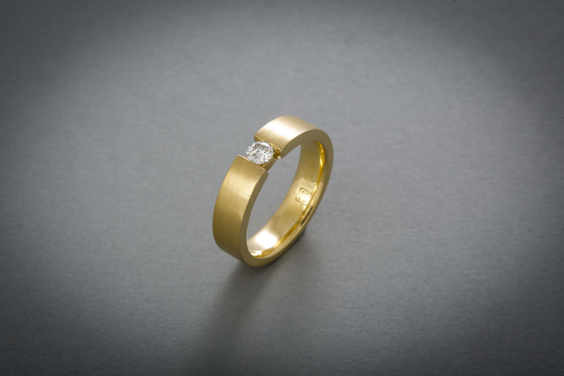 099 Spannring, Gold, Brillant 0,20ct € 1628,-