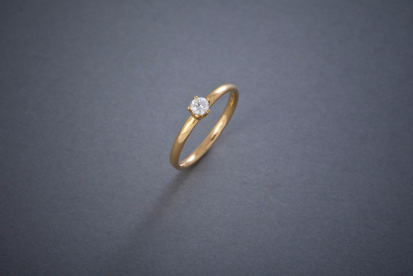 102 Goldring, Kronenfassung, Brillant 0,20ct € 1158,-
