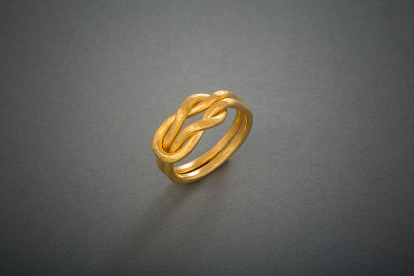 113 Herkulesknotenring, Gold, geschmiedet € 958,-