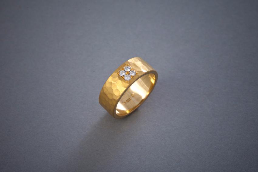 054 21kt Goldring, Brillantquadrat, geschmiedet, Preis auf Anfrage