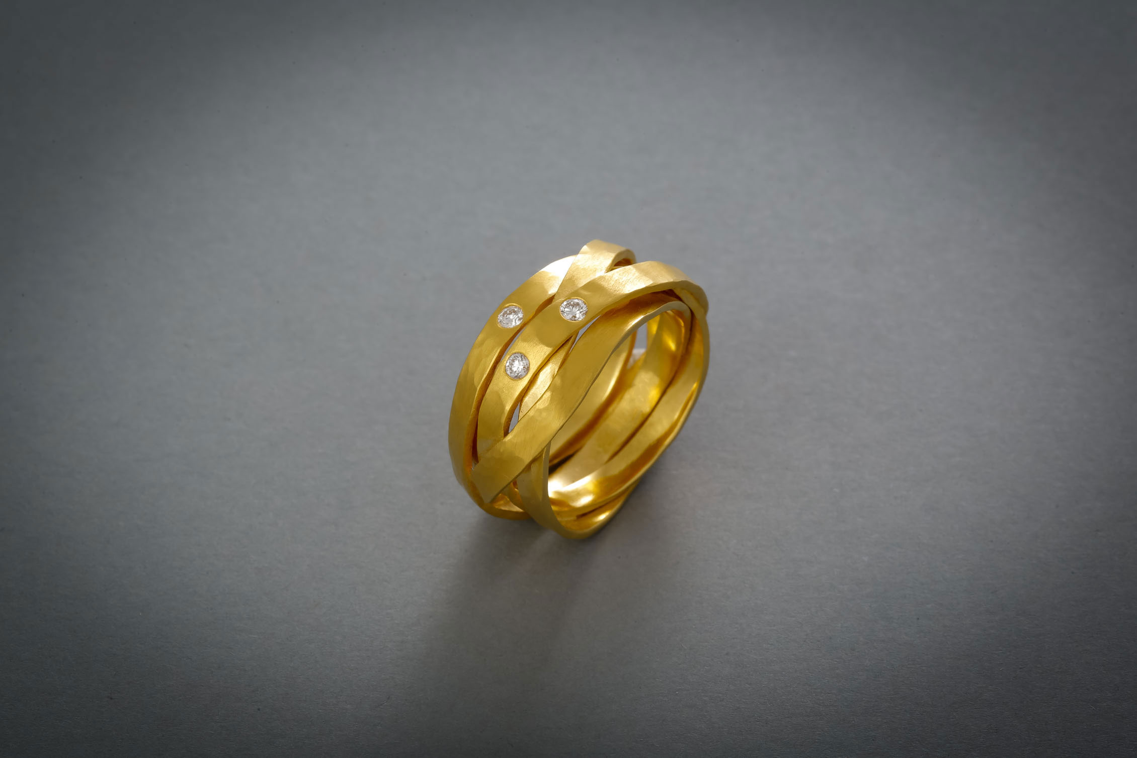 082 Wickelring, Gold, 3 Brillanten ab € 1548,-