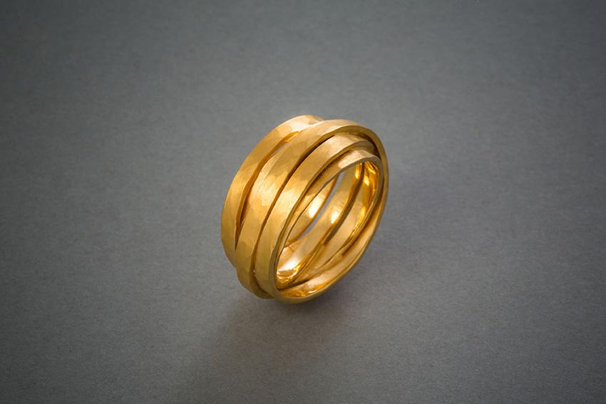 118 Wickelring, Gold, geschmiedet € 1218,-