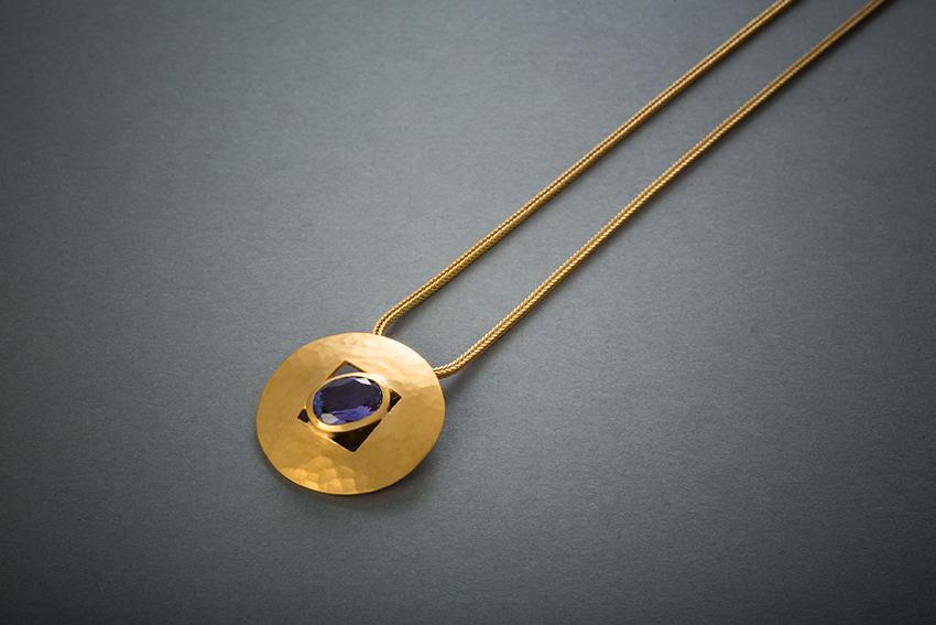 094 21kt Goldkette, Tansanit, ab € 2254,-