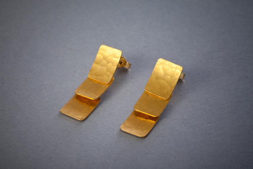 148 Goldohrringe, beweglich € 768,-