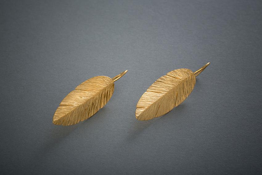 126 Goldohrringe, Feder, mit der Finne geschmiedet ab  € 658,-