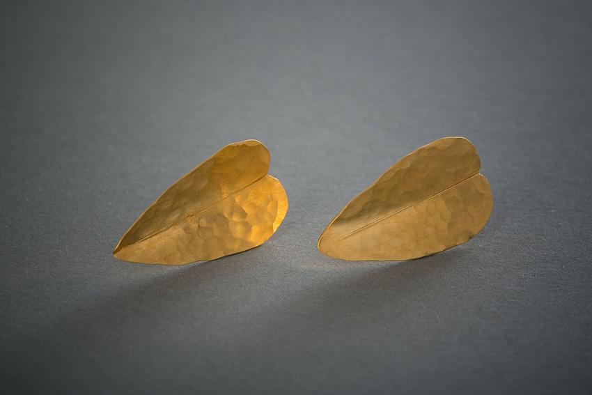151 Goldohrringe, Blattstecker € 441,-