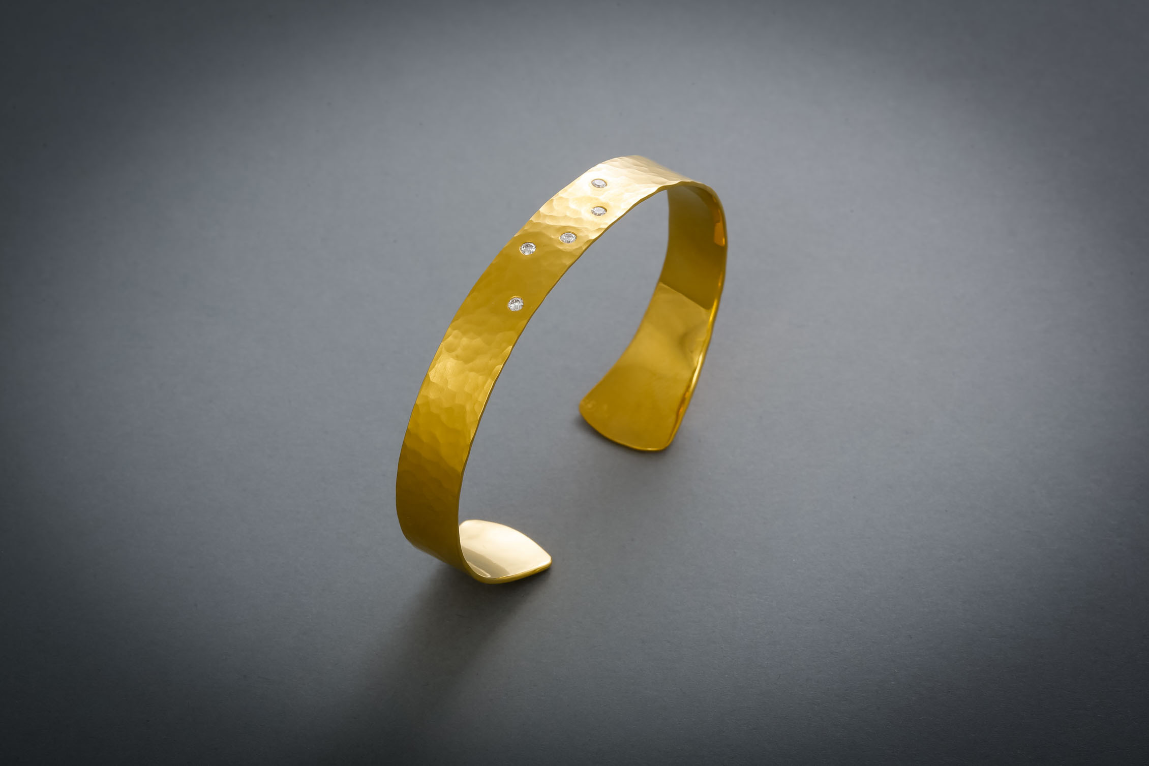 156 Goldarmreif Brillanten € 2388,-