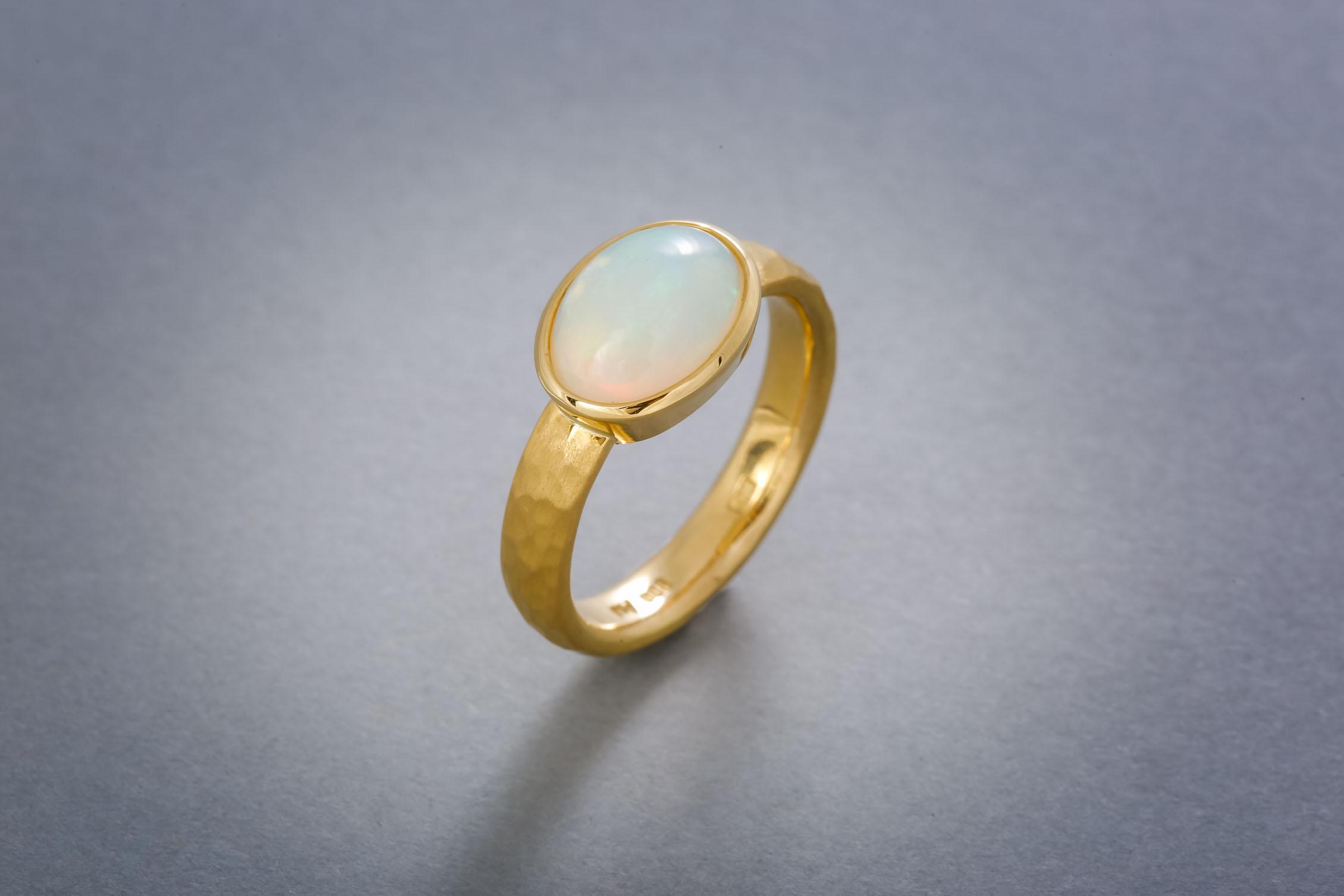 060 21kt Goldring, Opal, Preis auf Anfrage