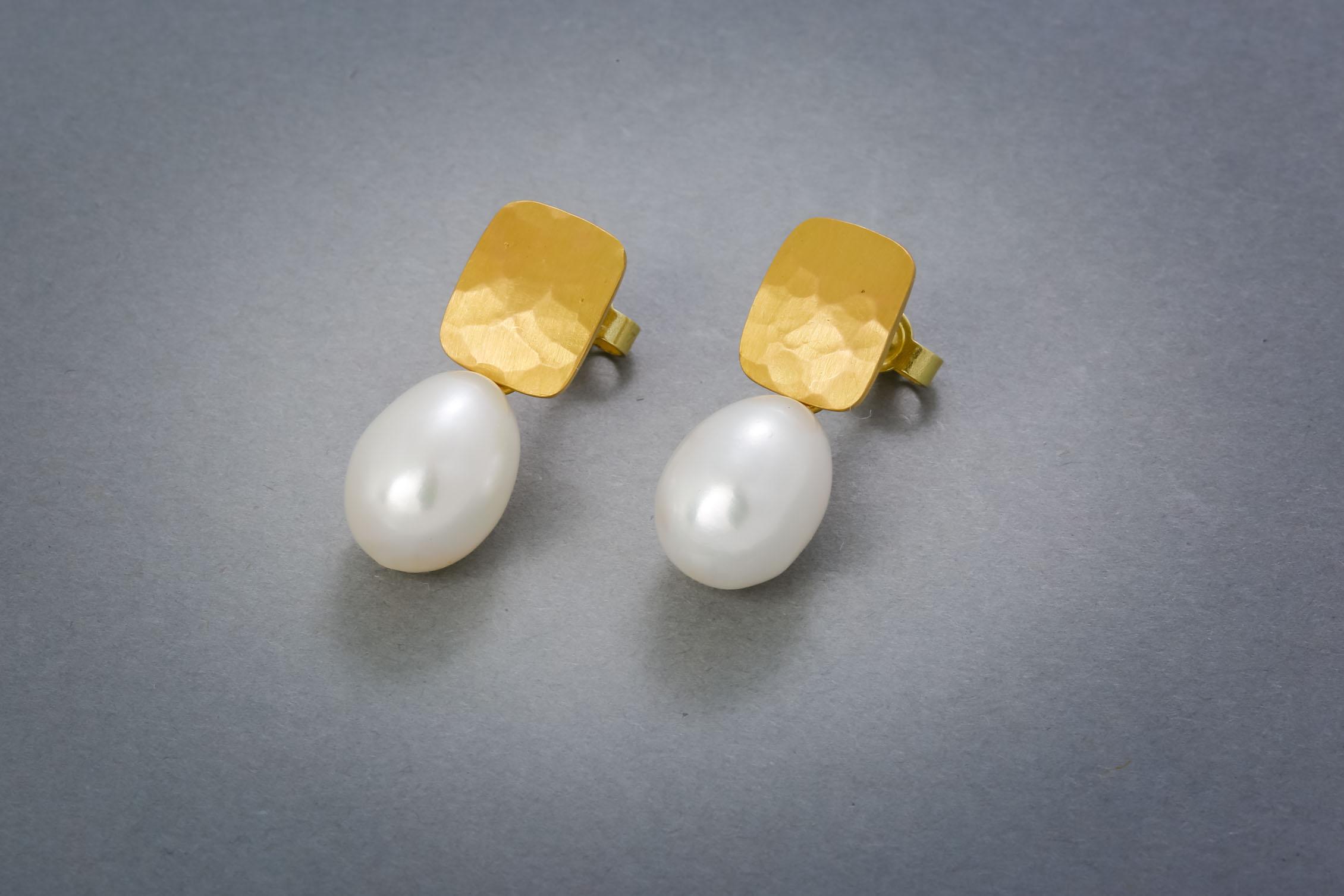 117 Goldohrringe, 21kt, Perlen ab € 528,-