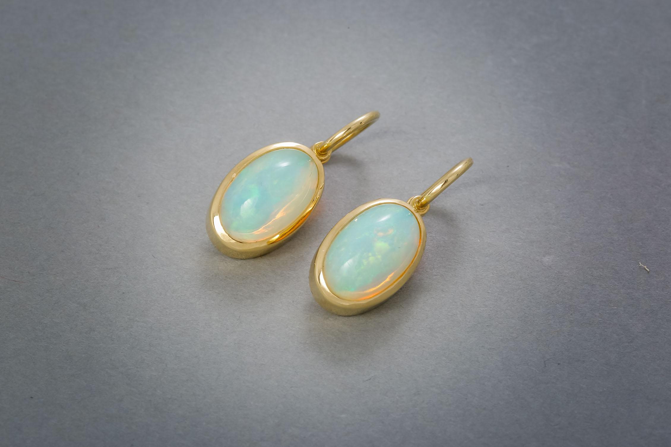 119 Goldohrringe, 18kt, Opal ab € 1158,-