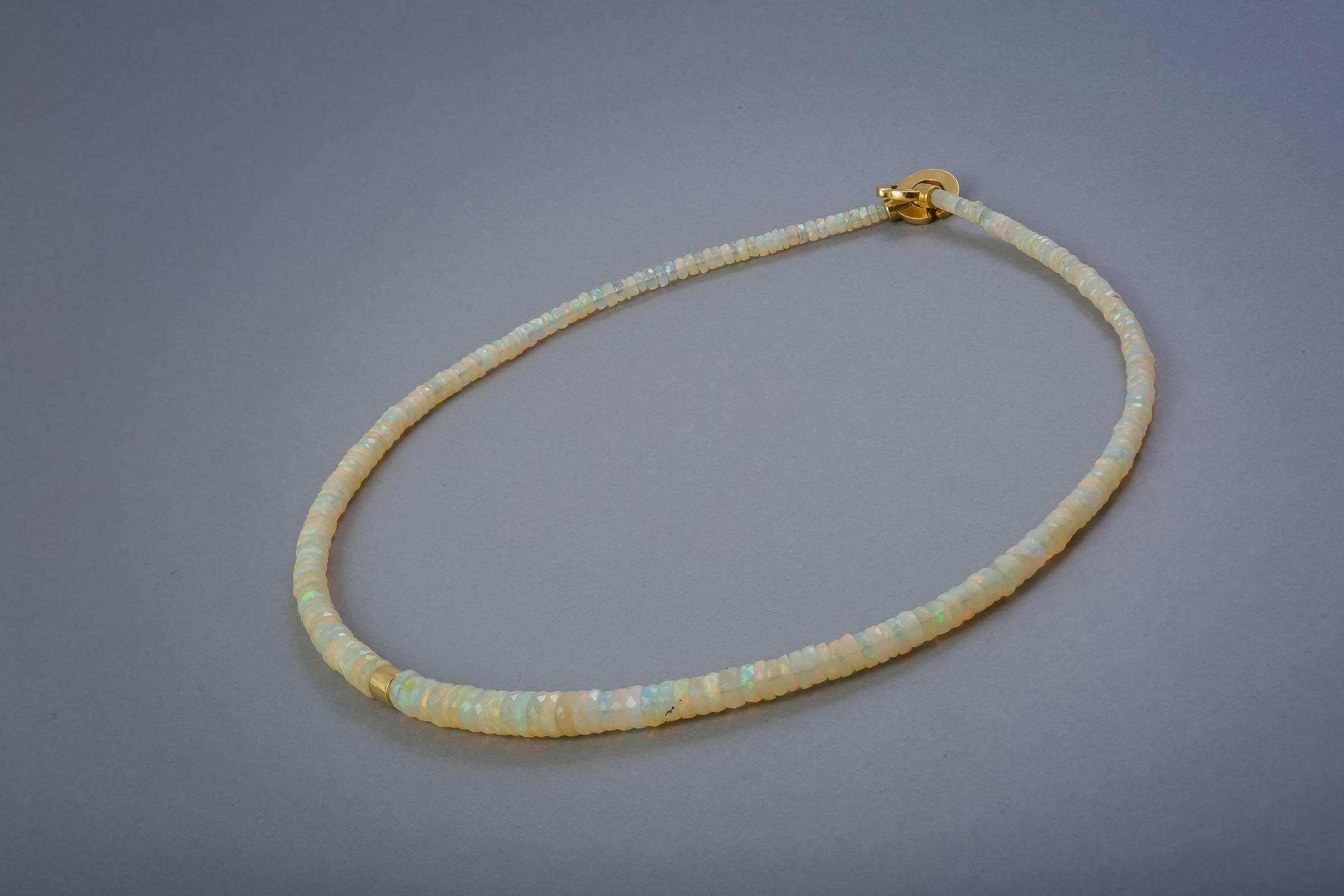 146 Opalkette, Gelbgold ab € 1274,-